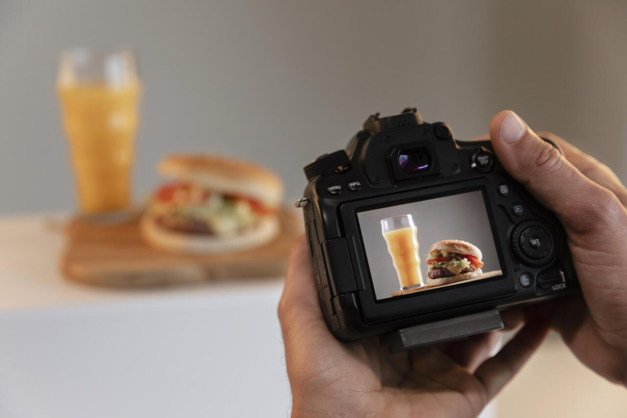 product-photographer-with-DSLR-camera